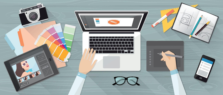 Biurko z dokumentami i laptopem