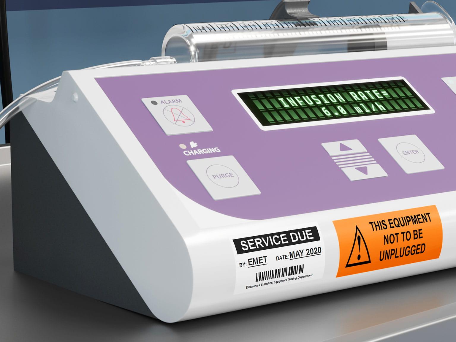 Informacje serwisowe znajdują się na laminowanej etykiecie Brother P-touch TZe przyklejonej do urządzenia