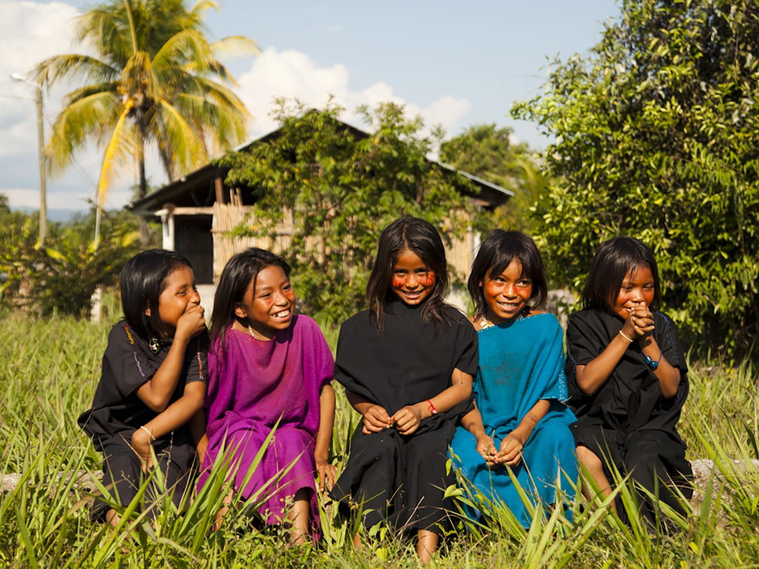 Dziewczynki z wioski Cutivireni