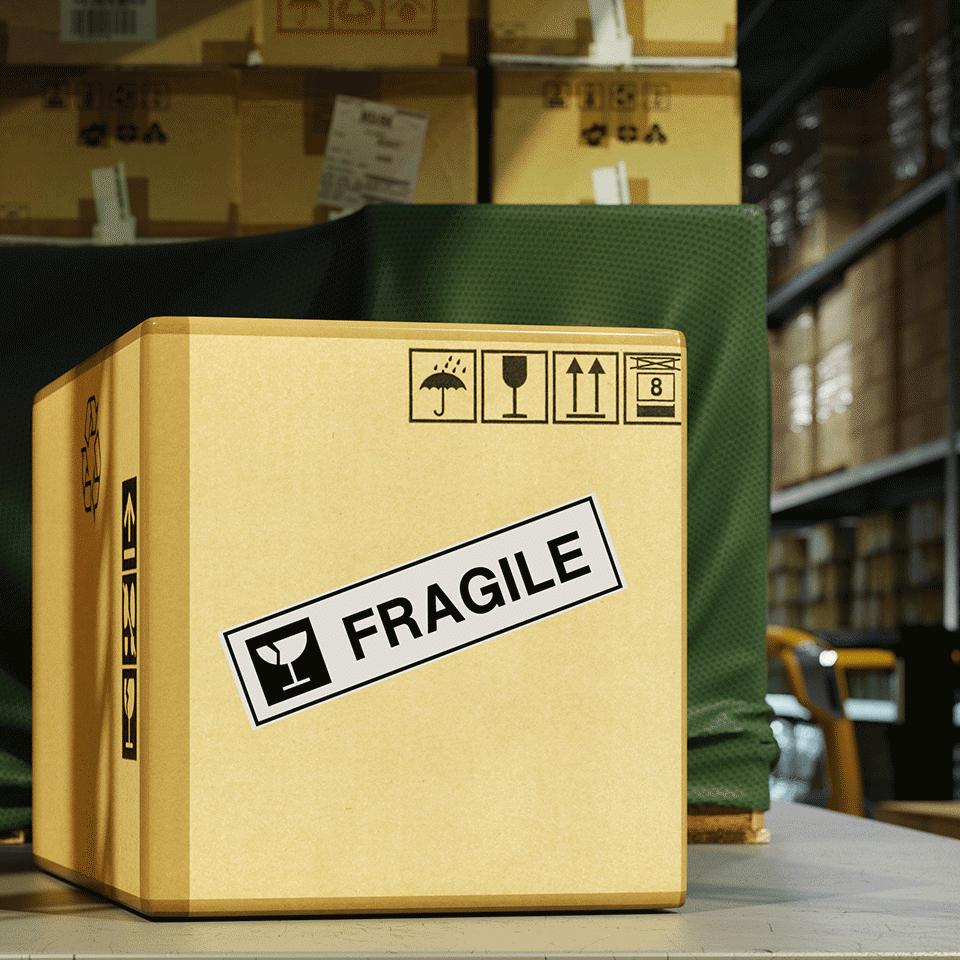 Oryginalna papierowa taśma ciągła DK-22223 firmy Brother na rolcec. Czarny nadruk na białym tle o szerokości 50mm 2