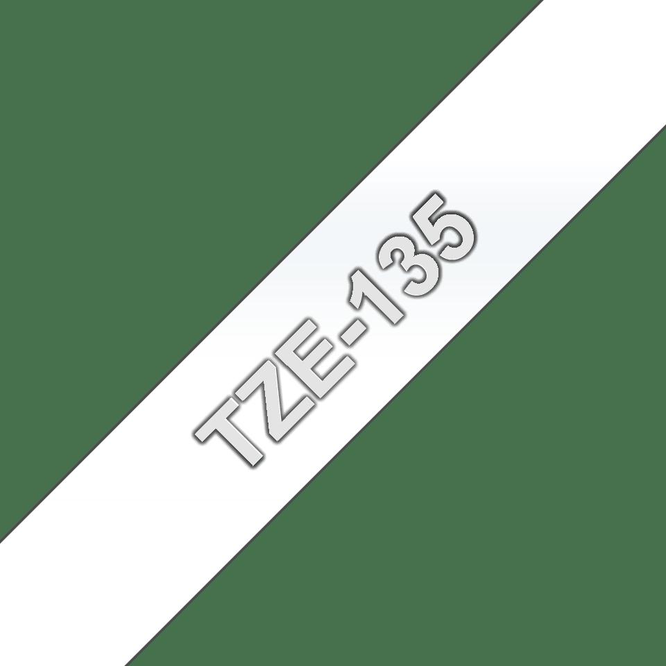 Oryginalna taśma TZe-135 firmy Brother – biały nadruk na przezroczystym tle, 12mm szerokości 3