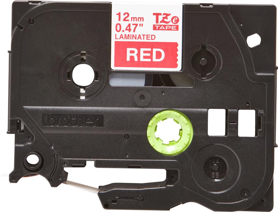 Oryginalna taśma TZe-435 firmy Brother – biały nadruk na czerwonym tle, 12mm szerokości