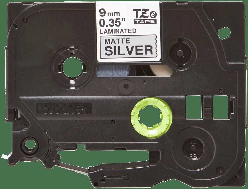 Oryginalna matowa taśma TZe-M921 firmy Brother – czarny nadruk na srebrnym matowym tle, 9 mm szerokości 2