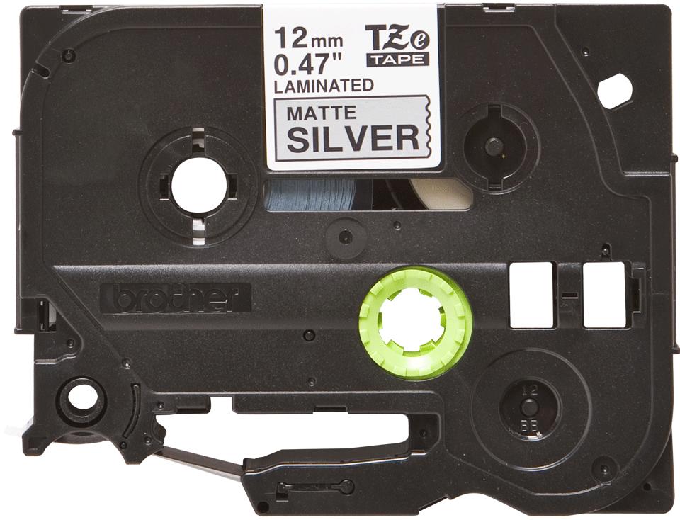 Oryginalna matowa taśma TZe-M931 firmy Brother – czarny nadruk na srebrnym matowym tle, 12mm szerokości