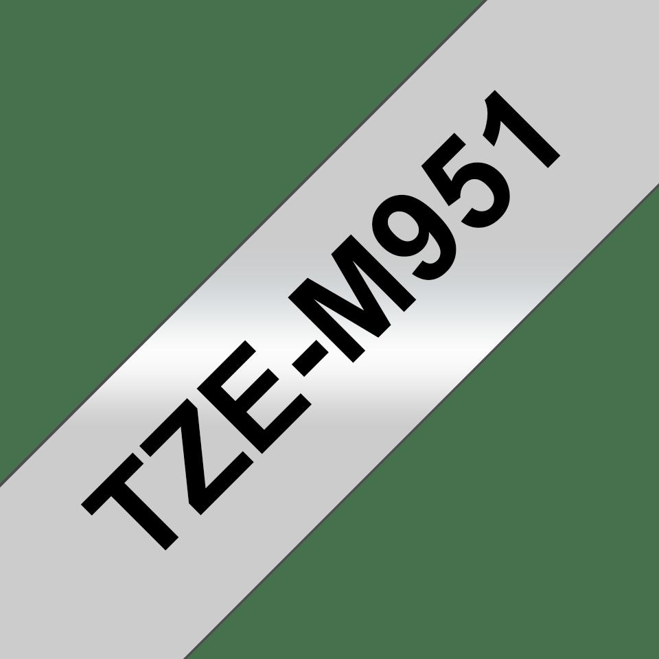 Oryginalna matowa taśma TZe-M951 firmy Brother – czarny nadruk na srebrnym matowym tle, 24mm szerokości 3
