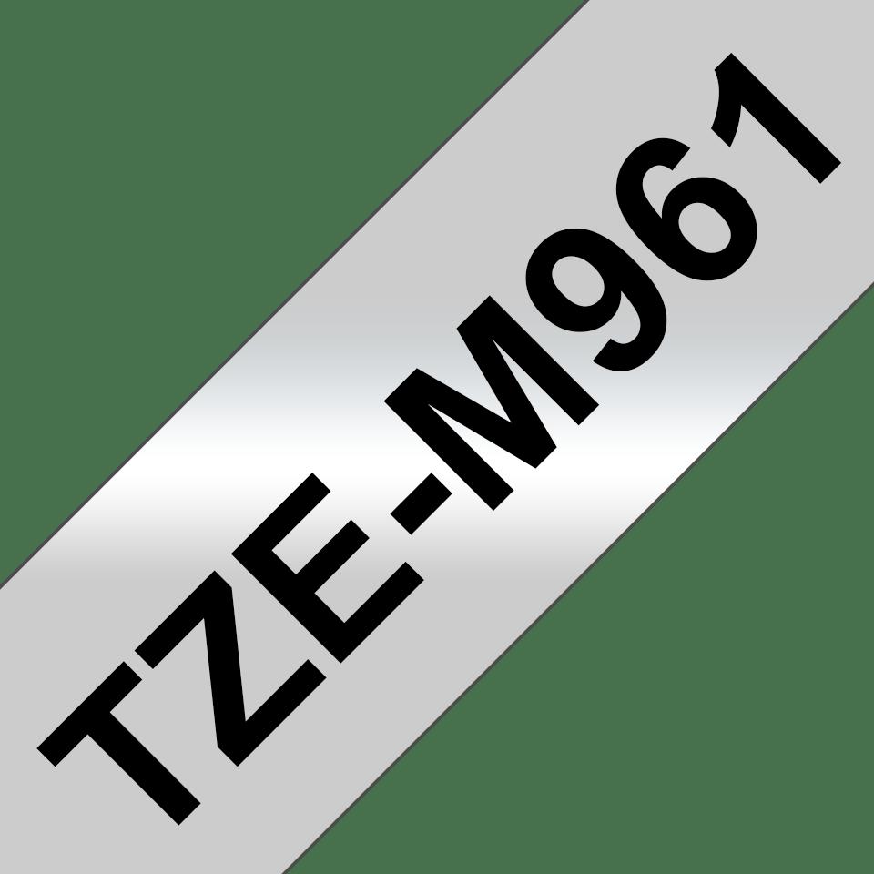 Oryginalna matowa taśma TZe-M961 firmy Brother – czarny nadruk na srebrnym matowym tle, 36mm szerokości 3