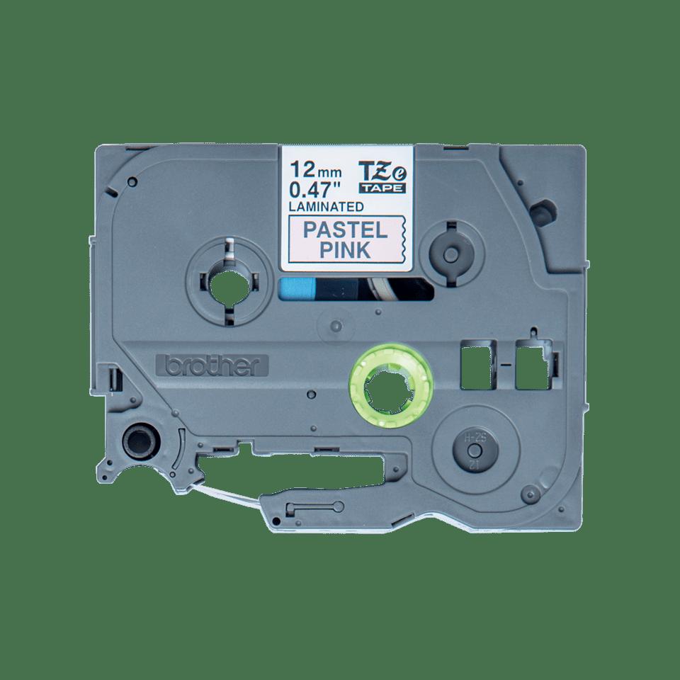 Oryginalna taśma do drukarek etykiet Brother TZe-MQE31 – czarny nadruk na pastelowo różowym tle, o szerokości 12 mm