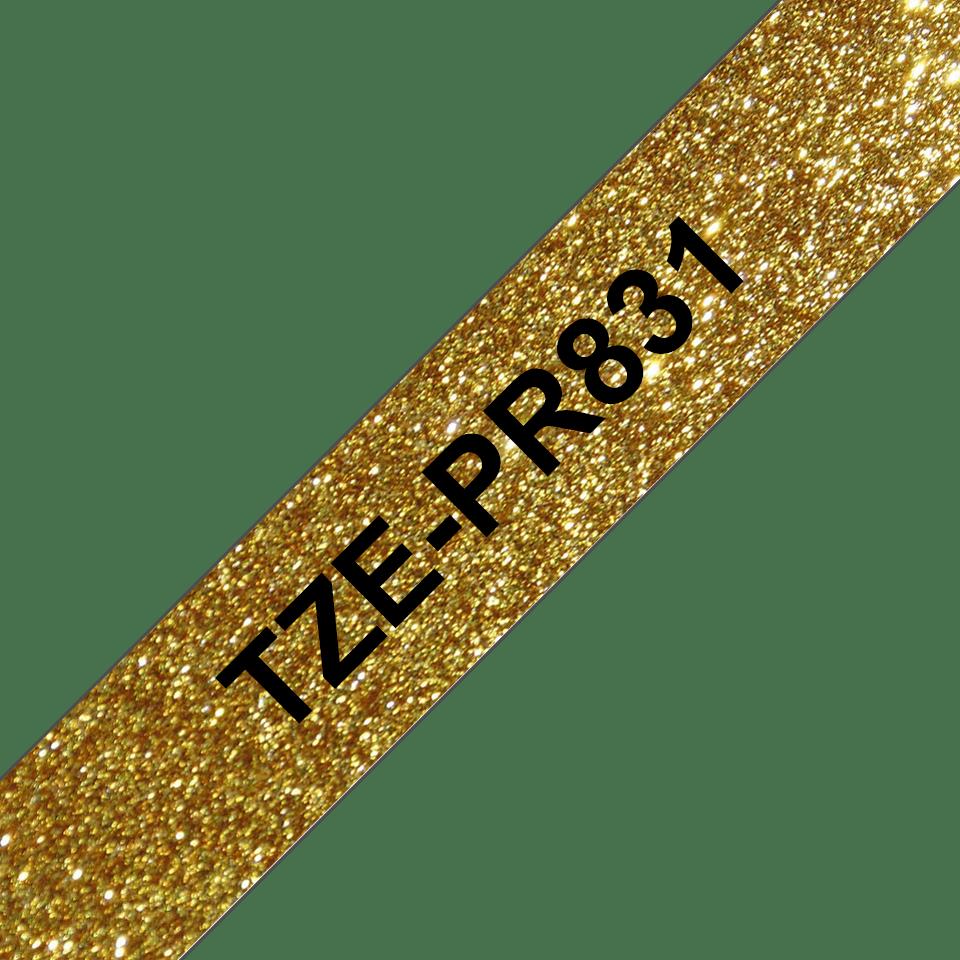 Oryginalna taśma premium TZe-PR831 firmy Brother – czarny nadruk na złotym tle, 12 mm szerokości